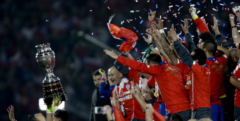 epa04831838 Chilean players celebrate after winning the Copa America 2015 final soccer match between Chile and Argentina, at Estadio Nacional Julio Martinez Pradanos in Santiago de Chile, Chile, 04 July 2015. EPA/FERNANDO BIZERRA JR