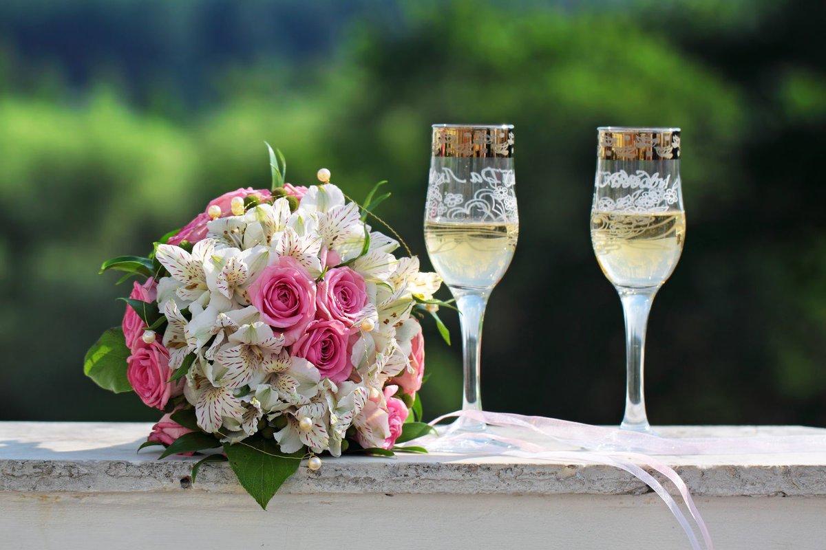 Свадебное поздравление на шампанском